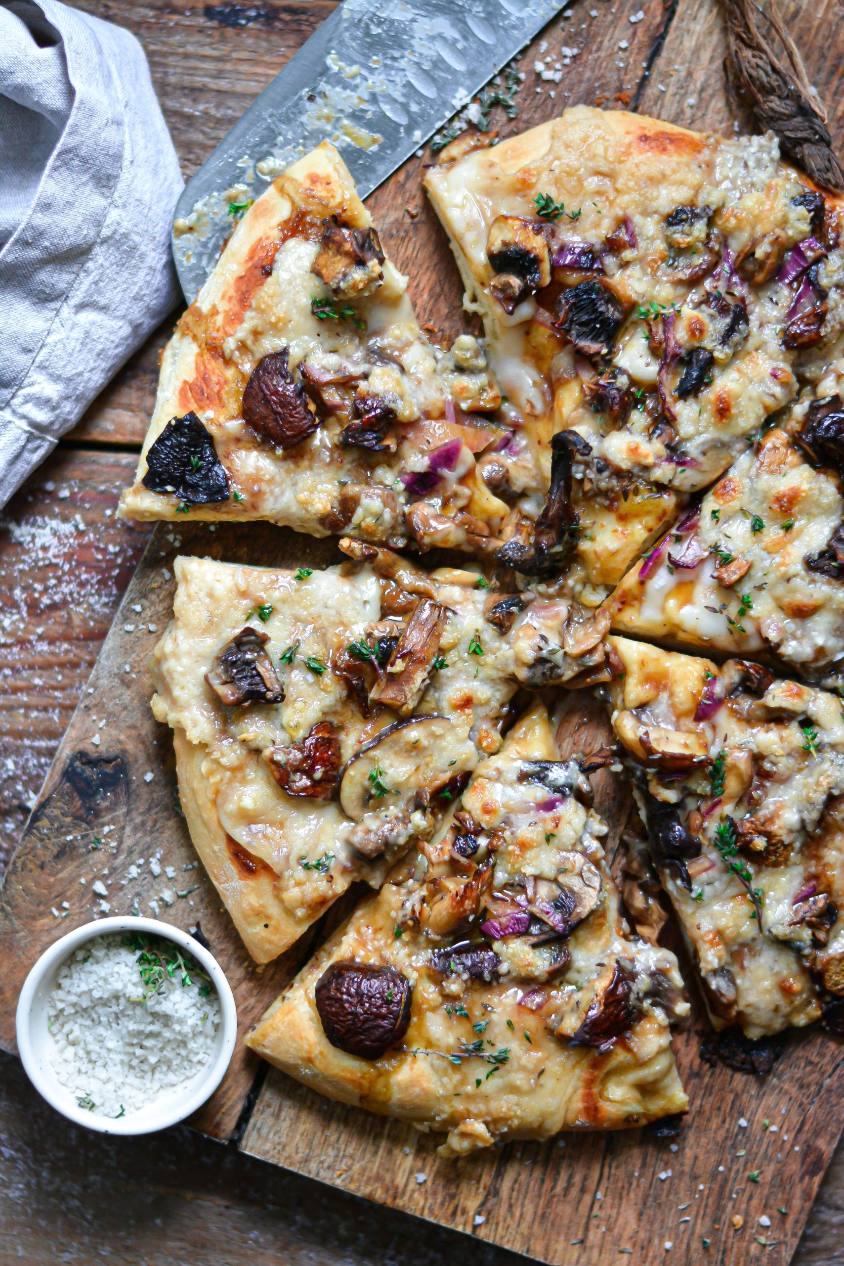 Pizza Vegan aux Champignons Balsamique / Vegan Cheesy and Balsamic Mushrooms Pizza