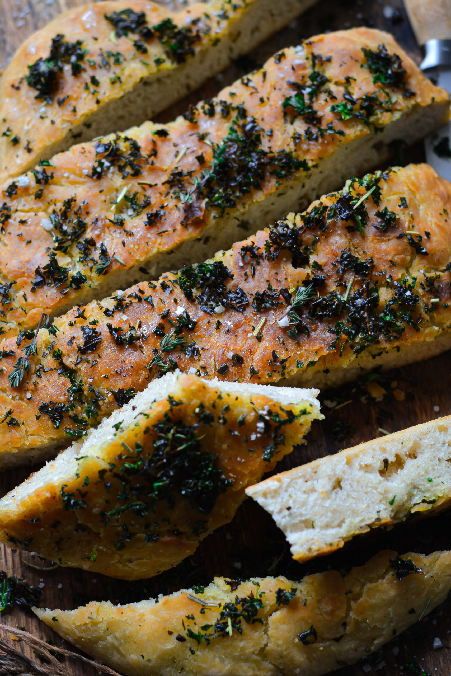 Focaccia Vegan au Pesto de Kale Sans Pétrissage / No-Knead Vegan Kale Pesto Focaccia