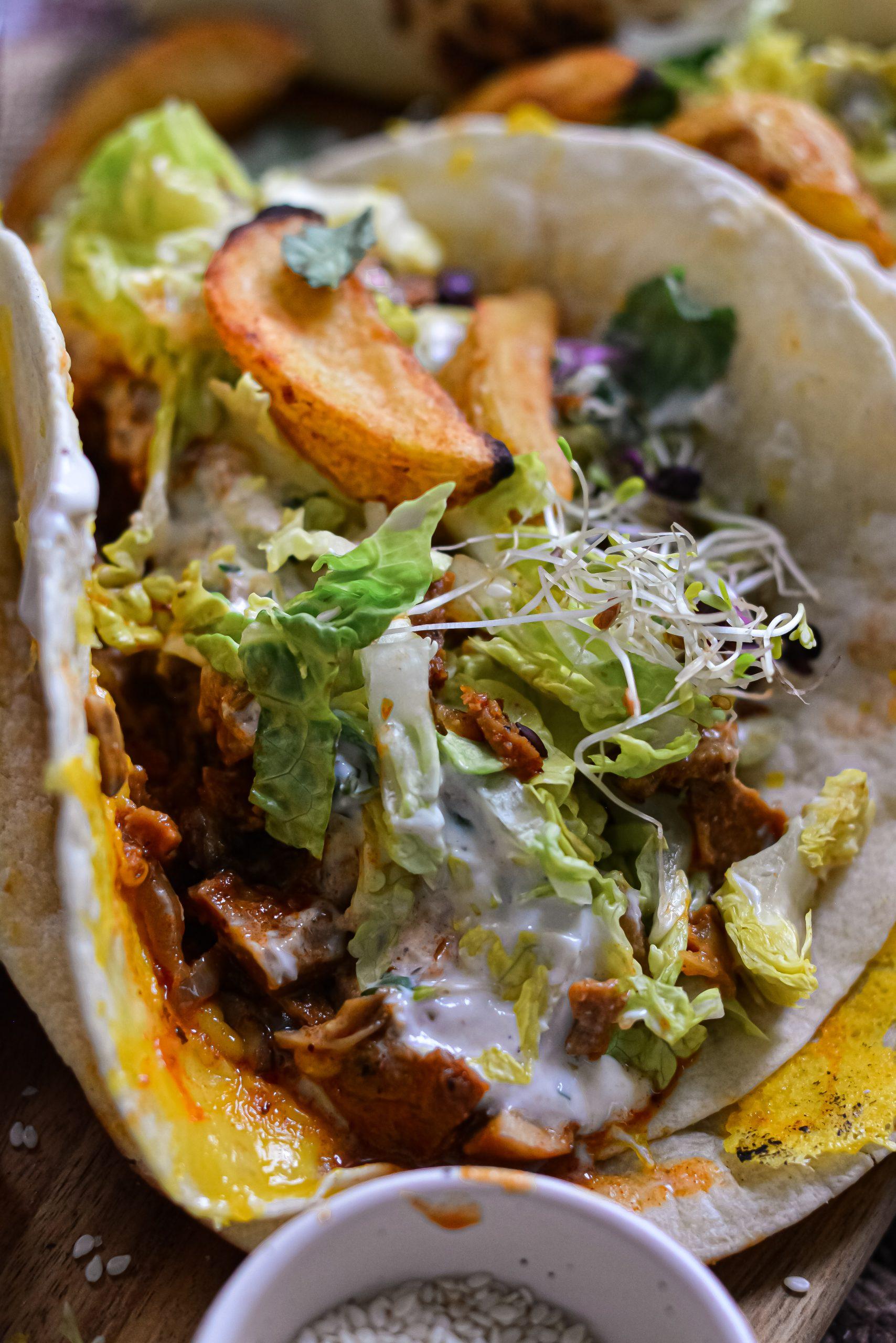 """Tacos Vegan aux Émincés de """"Poulet"""" et Sauce Ranch / Vegan Spicy """"Chicken"""" Tacos and Cilantro Ranch"""