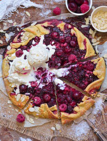 Galette Rustique Vegan Griottes, Framboises / Vegan Morello Cherry, Raspberry Galette