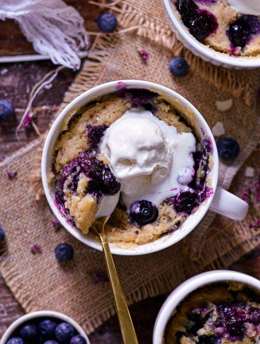 Mug Cake Vegan aux Myrtilles / 5 Min Vegan Blueberry Mug Cake